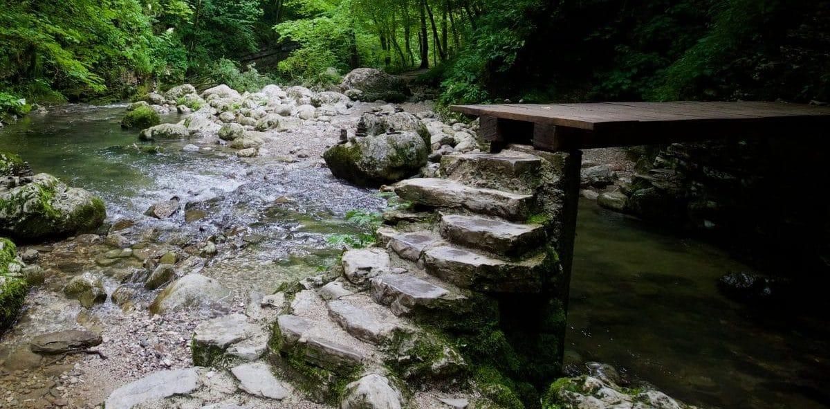 Schon der Pfad zum Kozjak Wasserfall in Kobarid ist sehr reizvoll