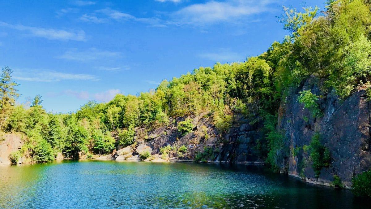 In den größeren Wildswimming-Pools der ehemaligen Steinbrüche ist die Wasserqualität sehr gut.