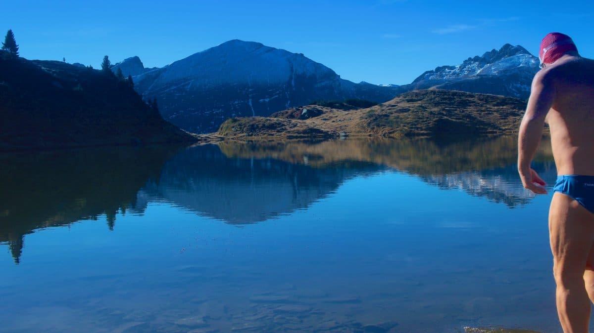 Im Krummschnabelsee kann man tatsächlich ins Alpenpanoram eintauchen