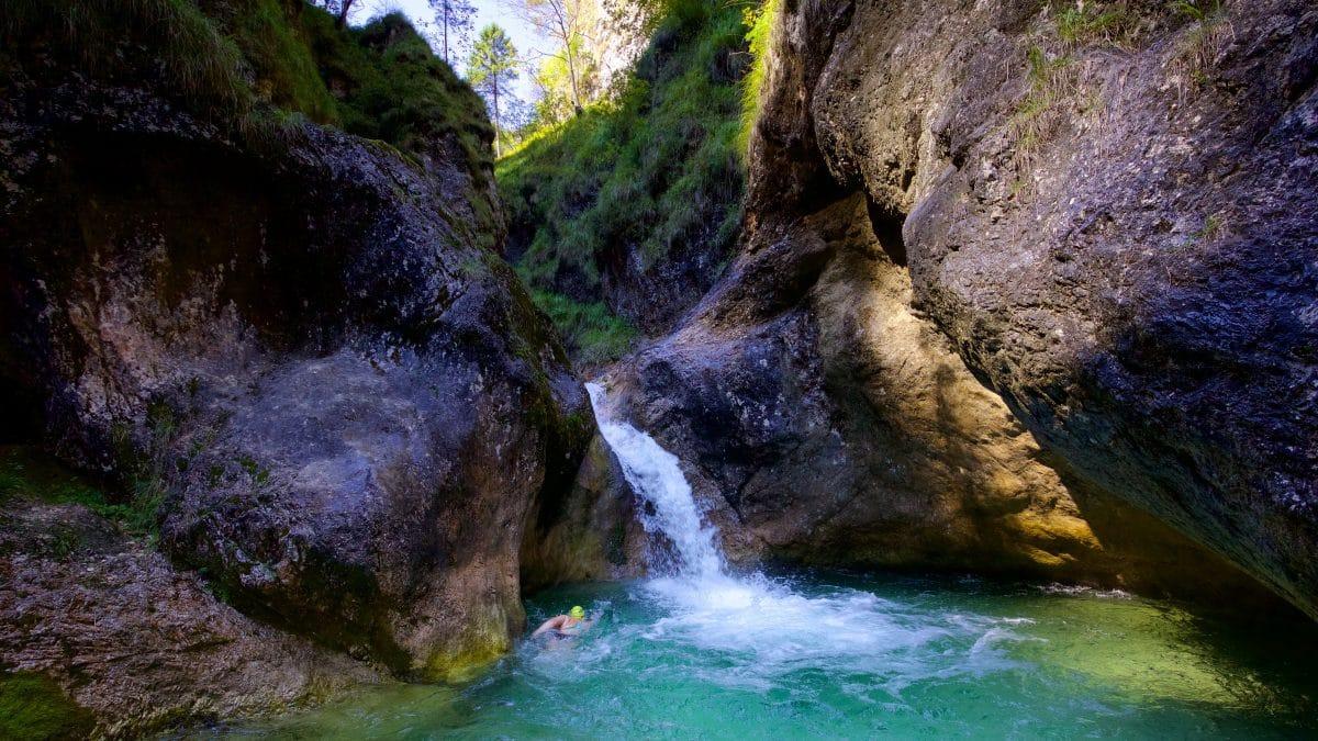 Wildswimming oder Wilddipping in der Almbachklamm ? Ein Grenzfall nicht nur geografisch...