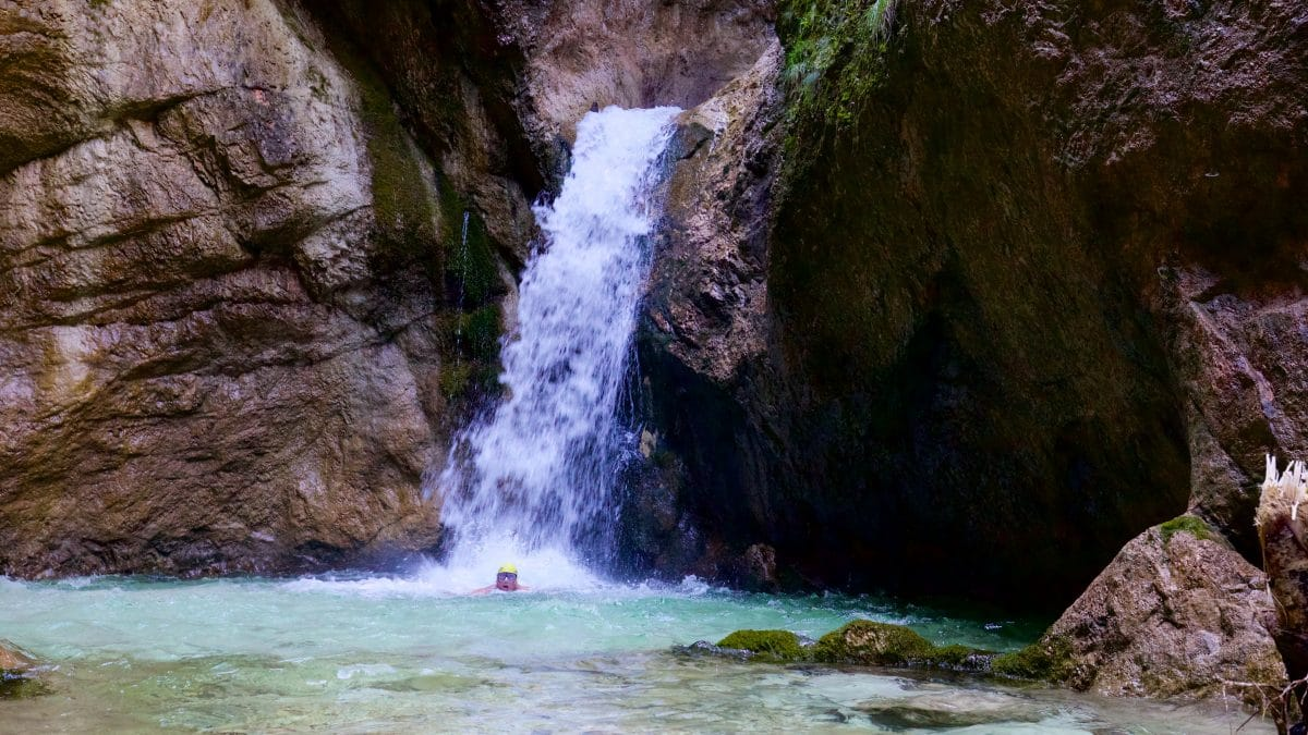 The lowest waterfall in the Almbachklamm - who does not want to indulge in his wild-swimming drive here?